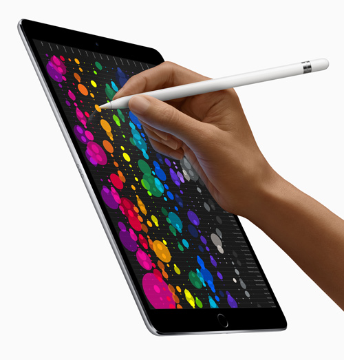 iPad 10.5-inch draw colors with Apple Pencil